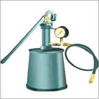 Hydro test pump for gas cylinder