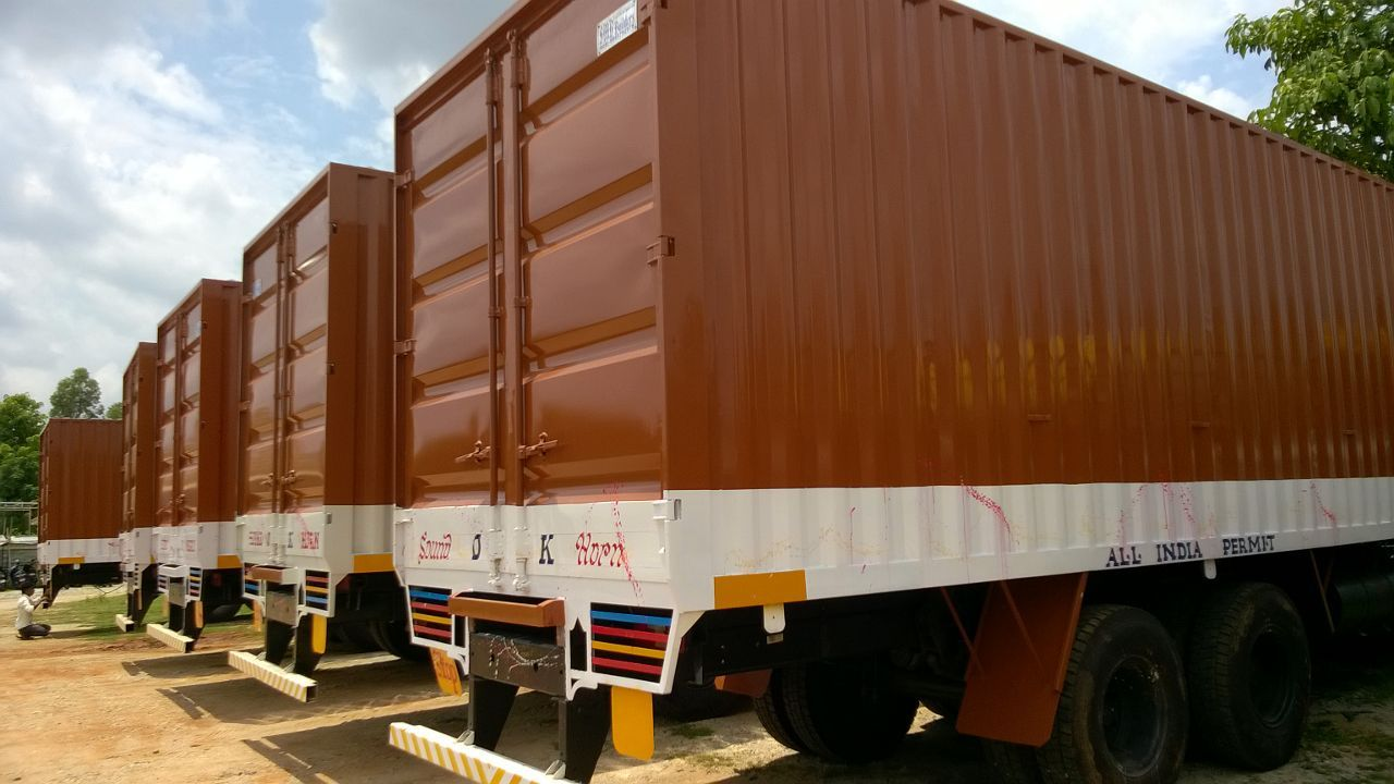 24 feet, 10 Wheels Shipping Container