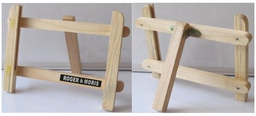 H Easel (Spruce Wood)