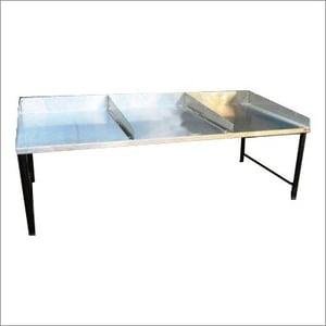 Cashew Peeling And Grading Table