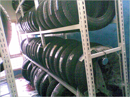 Slotted Flexible Wall Four Pole System For Tyres Display