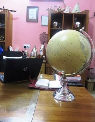 The Explorer Globe Aluminum Stand
