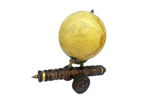 Vintage Beautifull Globe With Wooden Canon