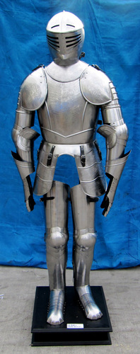Abstract Crest Engraved Full Armor Suit