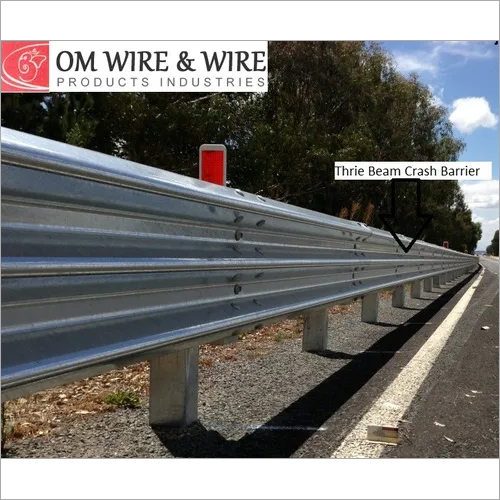Thrie Beam Highway Crash Barrier
