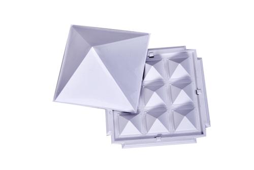 Pyramid Set White 9