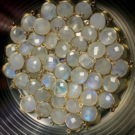 Rainbow Moonstone Faceted Round Gemstone Bezel Connector