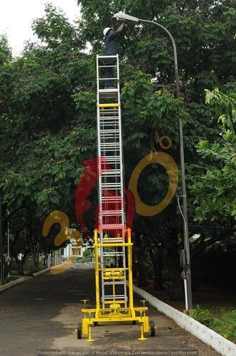 Self Support With Extension Ladder