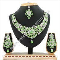 R Pista Necklace Set