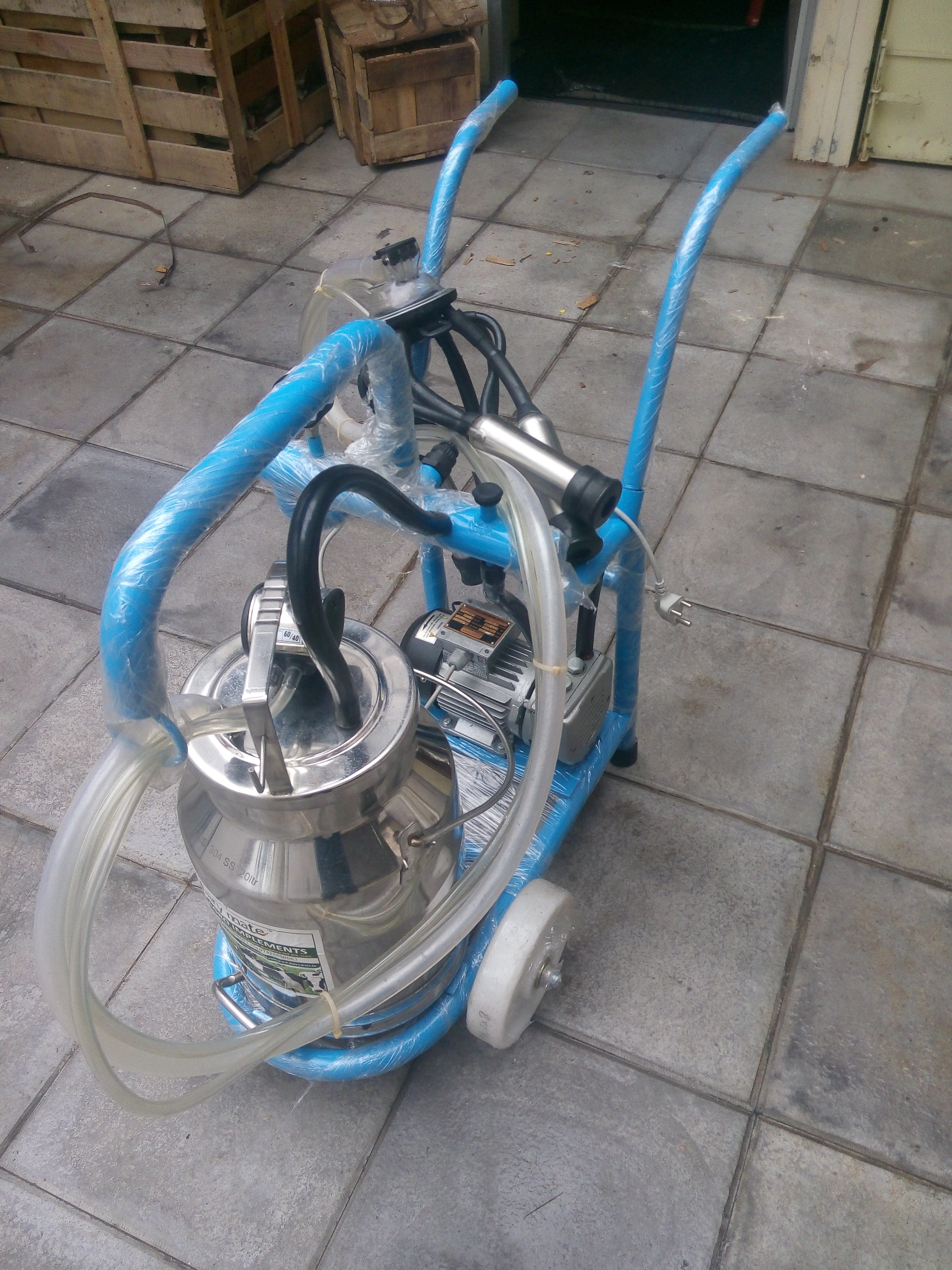 Smart Single Cluster Milking Machine