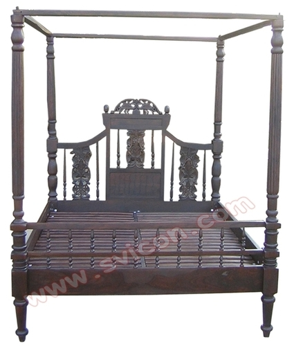 WOODEN 4 POSTER CARVING BED