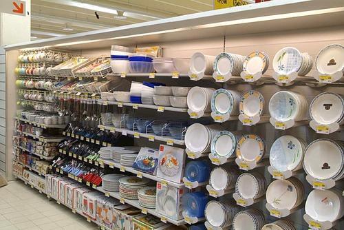 Plates crockery racks