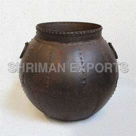 Iron Rivet Pot