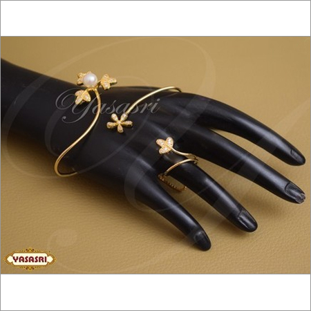 Finger Handset Ladies Traditional Look Ring