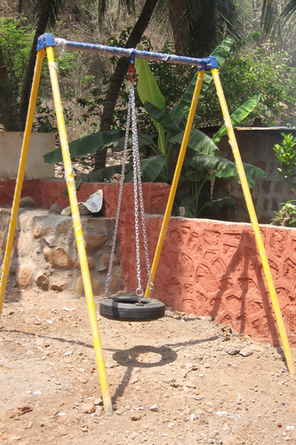 Single Swing With Tyre Seat
