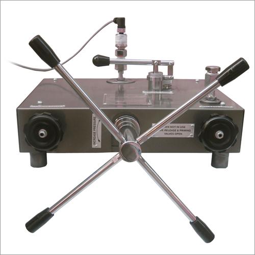 Pressure Gauge Calibrator