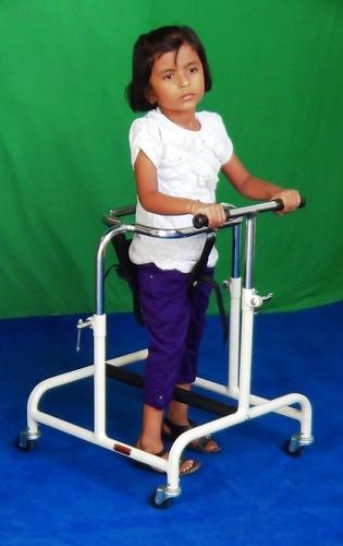 WALKER INFANT With Scissors Gait Preventive Bar