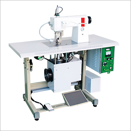 Ultrasonic Seamless Underwear Edge Cutting Machine
