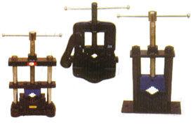 HINGED PIPE VICE, PIPE VICE PILLAR TYPE, PIPE VICE ROUND PILLAR (MTC-222)