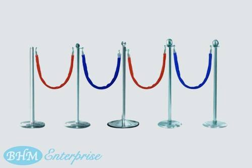 Q Stands With Velvet Rope