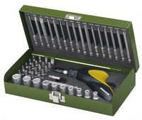Screwdriver bit set with ratchet