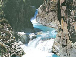 Aharbal Waterfall Tour Packages