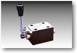 Lever Operated Directional Control Valve (CETOP 03