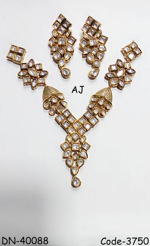 Antique Finish Kundan Necklace