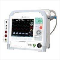 D500 Defibrillator Monitor