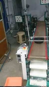 Poori Cooling Cum Powdering Conveyor