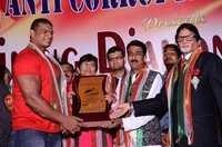 Shinningh Award Give To Akber Ali