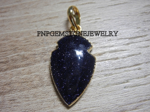 BLUE SANDSTONE GOLD ELECTROPLATED CABOCHON ARROWHEAD PENDANT