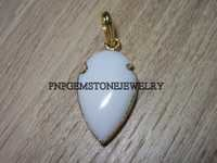 WHITE AGATE ARROWHEAD PENDANT WITH GOLD ELECTROPLATING