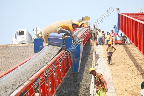 Canal Concrete Conveyor Machine