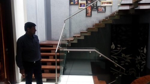 SS STAIRCASE GLASS RAILING-02