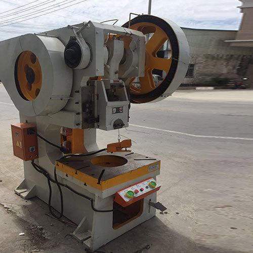 Riviting Machine