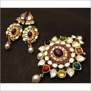 Navratan Kundan Gold Pendant Set