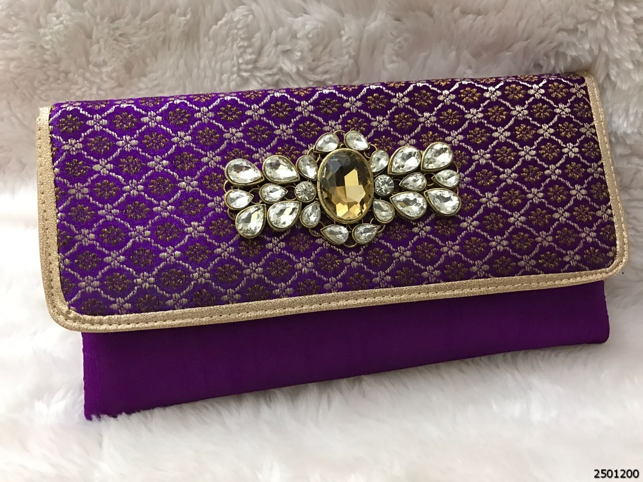 Adorable And Designer Stone Brooch Clutch Bag