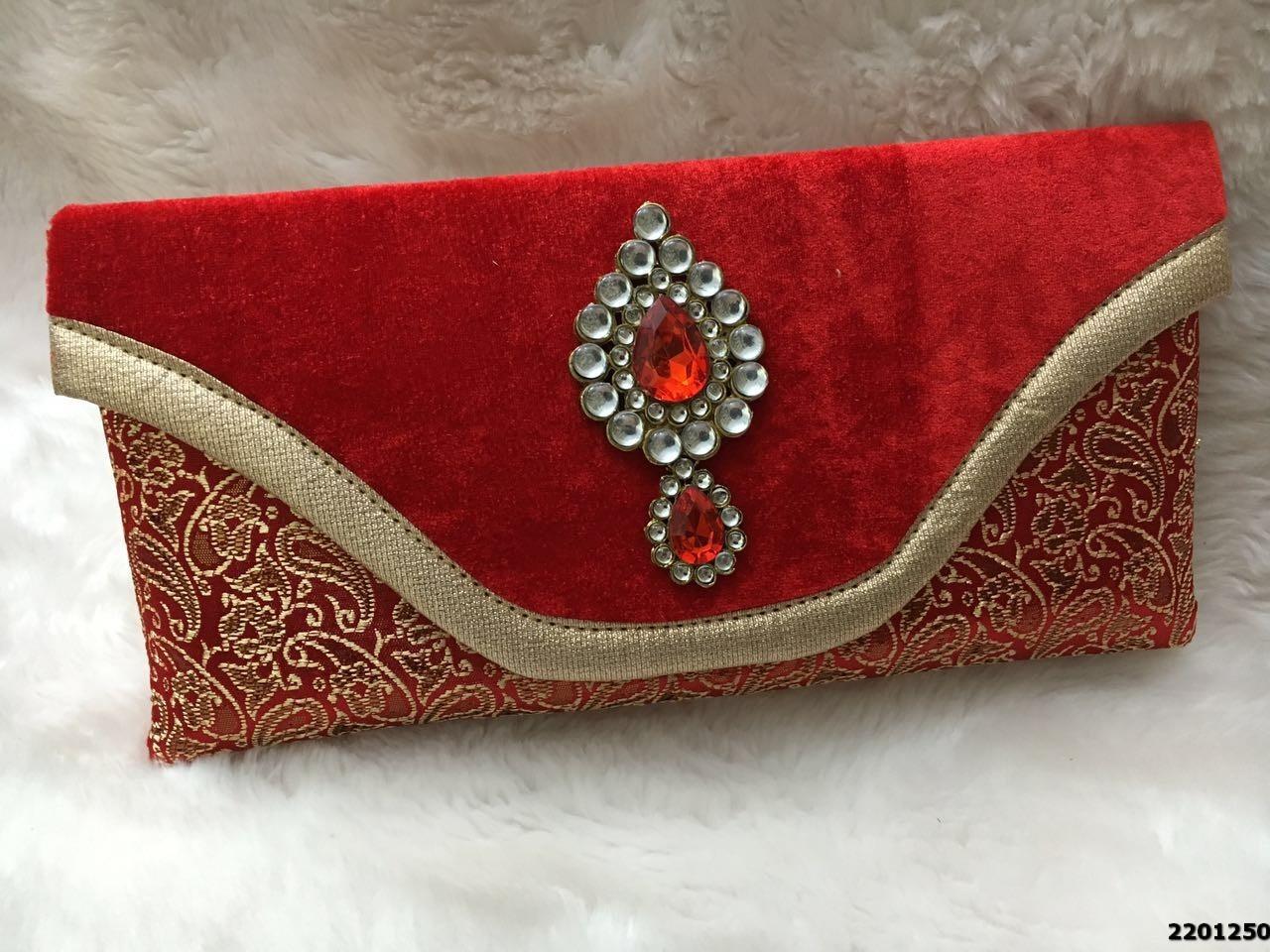 Amazing Royal Stone Brooch Velvet Clutch Bag