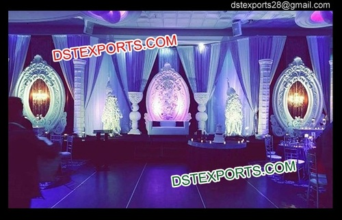 Asian Wedding Stage With Oval Backdrop Frames