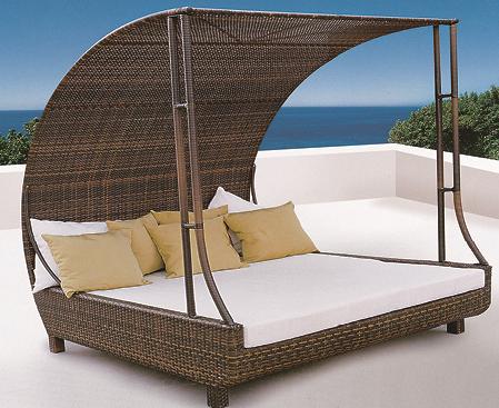 Cobra Style Wicker Day Bed