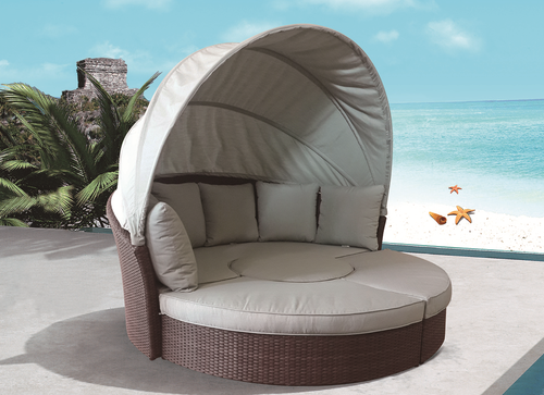 Oyster Shell Style Wicker Day Bed