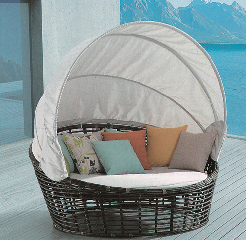 Oyster Shell Style 3 Wicker Day Bed