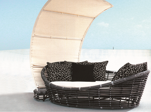 Boat Style Wicker Day Bed