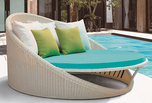 Close Knit Style Wicker Day Bed