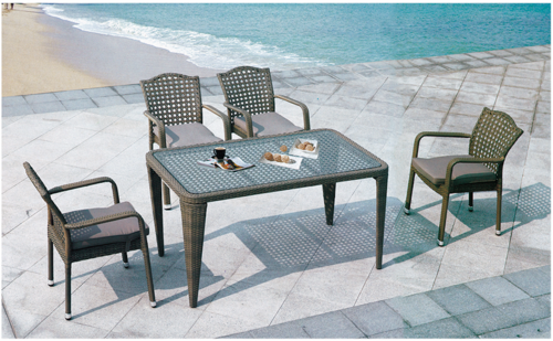 Casual Style Outdoor Wicker Dining Table Set