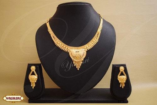 New Trendy Model Necklace
