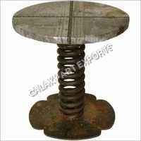円形の鋼鉄テーブル
