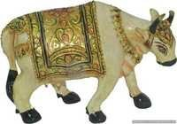 Beautiful Wooden Cow Statue For Home Decoration.