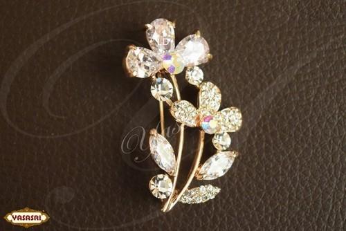 Latest designer saree pins